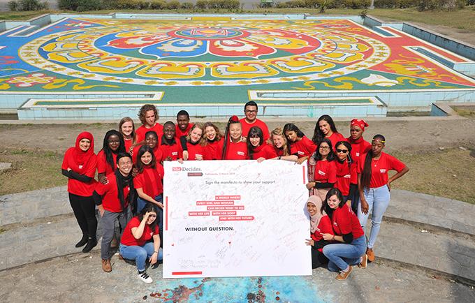 Vingt-cinq jeunes ambassadeurs, tous nés il y a 25 ans, ont été sélectionnés pour faire avancer les objectifs de la Conférence Internationale sur la Population et le Développement. © UNFPA Népal