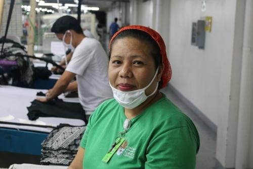تقول روينا ألبرتو إن تنظيم الأسرة يساعدها على ضمان تمكنها هي وزوجها من إعالة طفليهما. © صندوق الأمم المتحدة للسكان في الفلبين / ماريو فيلامور