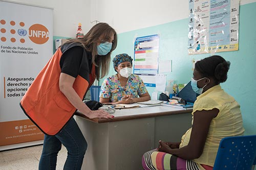 Lucia meets with health workers at a UNFPA-supported health centre.