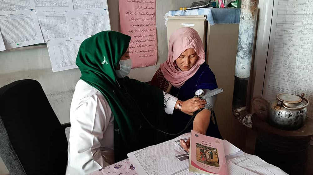 Midwives on the front lines working to reverse Afghanistan's high maternal...