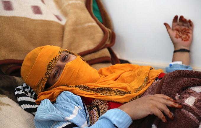 Ahlam a pu donner naissance à son enfant en toute sécurité, par césarienne, dans une structure de santé à laquelle l'UNFPA avait fourni du matériel. © UNFPA Yemen/Fahmia Al-Fotih