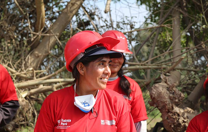 Lily emerged as a leader after floods displaced thousands in and around Íllimo. © UNFPA Peru/Angela Valverde