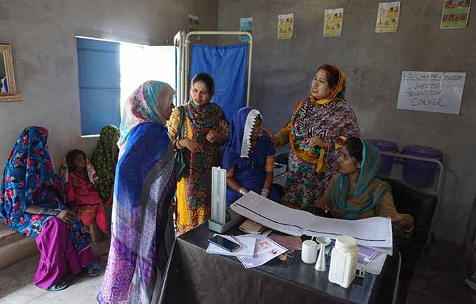 Midwives attend to clients in Sindh Province. Midwifery training and support is empowering women and saving lives. © UNFPA Pakistan