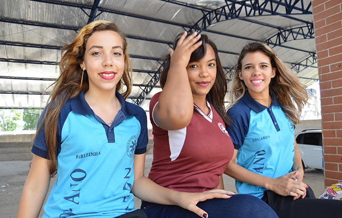 Barbara, Jocelly and Maria Eduarda after attending a reproductive health seminar in Goiana, Brazil. © UNFPA Brazil/Tatiana Almeida