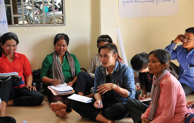 Un programme pilote tente de mettre fin au cycle de violences au Cambodge, où la moitié des femmes et un quart des hommes déclarent que battre sa femme est justifiable. © UNFPA Cambodia/Sophanara Pen