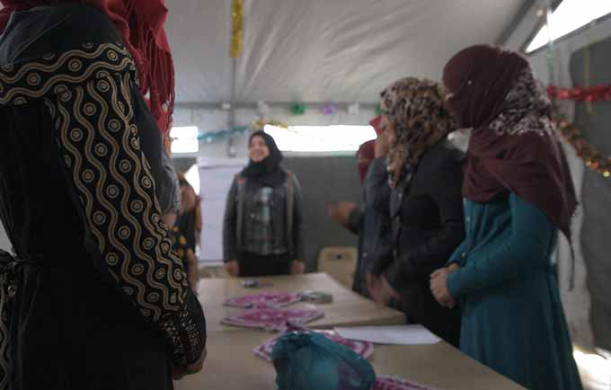 Haneen volunteers at a UNFPA-supported women's centre in Debaga camp. © UNFPA Iraq