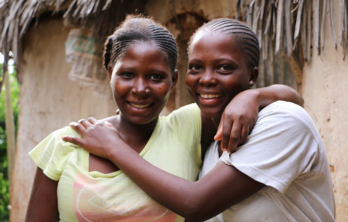 Young mothers Purity Bahati (left) and Naomi Kitsao (right) advocate for other young people to access sexual and reproductive health information and care. © UNFPA Kenya/Doulgas Waudo