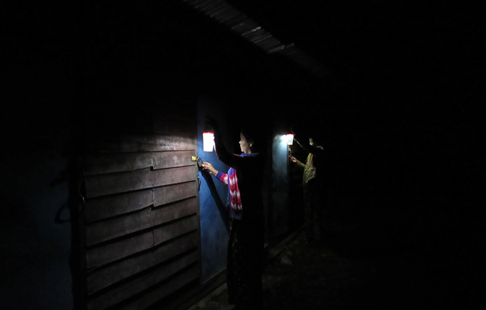 Solar-powered lanterns light the way to shared toilets in this displacement camp in Kachin State, Myanmar. Women and girls are vulnerable to attack on their way to the facilities. © Metta Development Foundation/Hkawng Nan