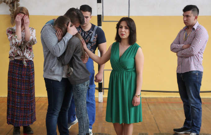 Drama helps battle child marriage in Bosnia and Herzegovina
