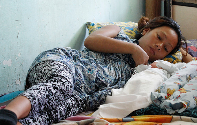 Jessa Gonzales,19, gave birth in Casiguran District Hospital days after the typhoon. Deliveries were conducted in the emergency room because of extensive damage to the hospital. © UNFPA Philippines/Czar Dancel