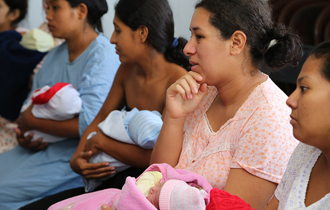 New mothers in David, Panama. Women's sexual and reproductive health, and their rights during childbirth, took centre stage at the 2016 UN Population Awards. © UNFPA/Guadalupe Valdes