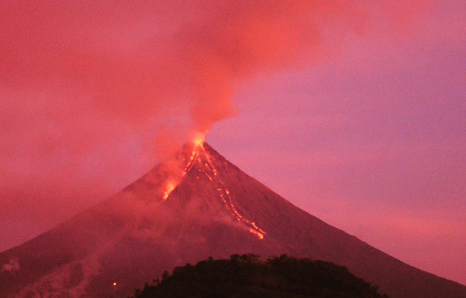 Mount Mayon volcano erupted in January, displacing over 88,000 people. © OCHA/G. Arevalo