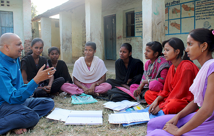 Priyanka Singh (second from right) and her friends discuss their advocacy against child marriage with UNFPA District Officer Bhav Nath Jha. © UNFPA NepalSC