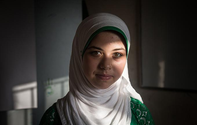 A Raneem Abras, una refugiada siria en el Líbano, le ofrecieron un matrimonio infantil. Su familia se negó, y ella se convirtió en una activista contra esta práctica nociva. © UNFPA Lebanon/Sima Diab