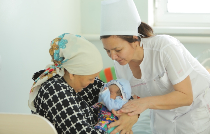 In Uzbekistan, midwives learn to make calls that save lives