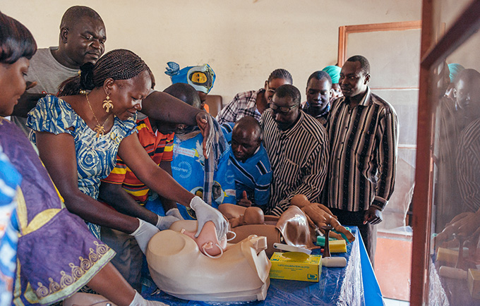 In Kelo, Chad, Dr. Youssifou Savadogo shows a class of nurses and midwives how to identify and address labour complications. © UNFPA/Ollivier Girard