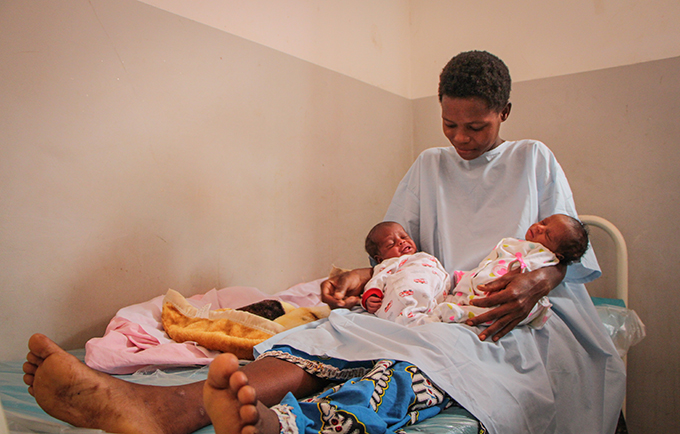 Yvonne Mboi gave birth to healthy twins after fleeing conflict in the Democratic Republic of the Congo. © UNFPA/Tiril Skarstein