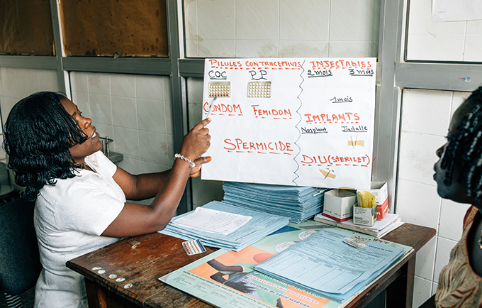 Nurse adviser Clementine Denagmi offers family planning counseling at a clinic run by the Benin Family Planning Association in Cotonou, Benin. © UNFPA/Ollivier Girard