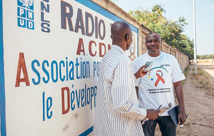 UNFPA maternal health expert Olivier Moalloum is interviewed by Radio Tob, in Mandoul Region, Chad. © UNFPA/Ollivier Girard
