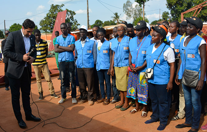United Nations Secretary-General's Envoy on Youth Ahmad Alhendawi speaks to a group of peer educators in the Central African Republic. The peer educators are spreading messages of peace in their community. © UNFPA/CAR