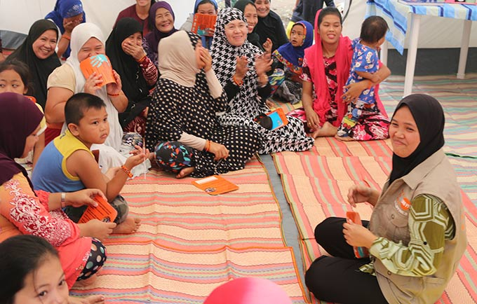 Women affected by the Marawi crisis share their experiences at a UNFPA' women-friendly space in Barangay Bubong, Saguiaran. © UNFPA Philippines
