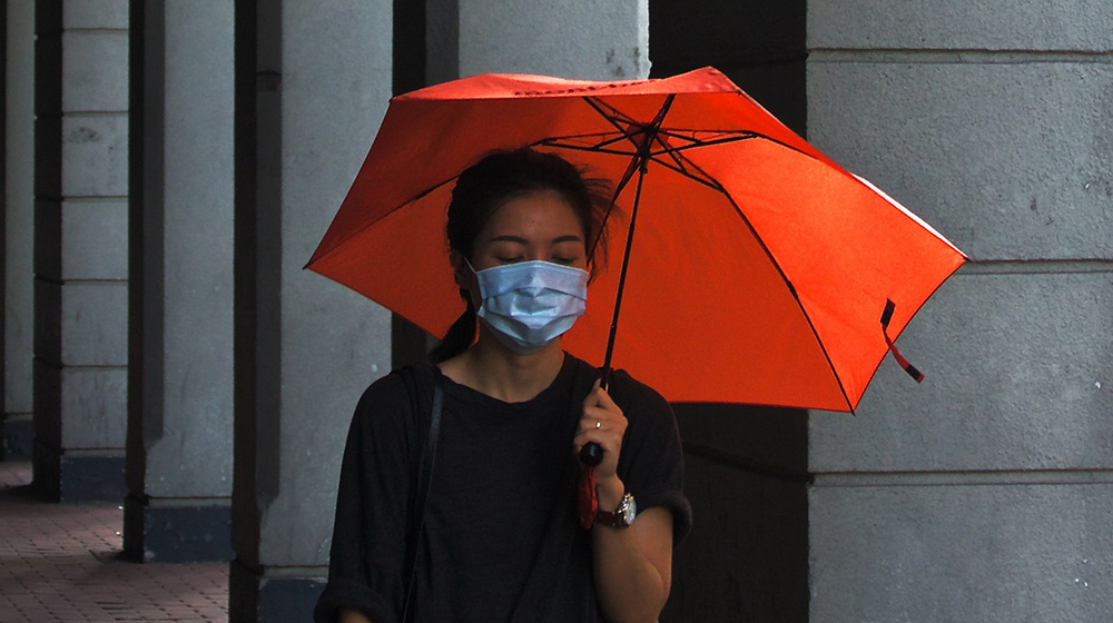 À cause de la pandémie, les femmes sont exposées à un plus grand risque de violences et de perte de leurs moyens de subsistance, ainsi qu'à diverses menaces. © Unsplash/Tam Wai