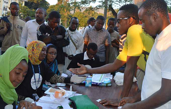UNFPA works with youth groups to provide sexual and reproductive health information and services. A UNFPA-supported HIV screening for young people in Moroni. © UNFPA Comoros