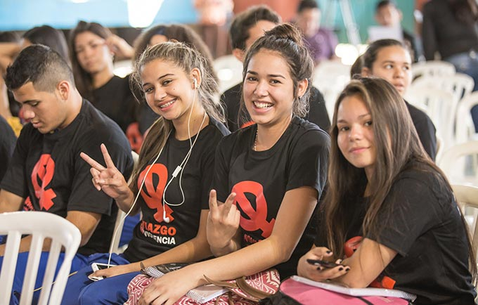In Paraguay, urging young people to end dating violence