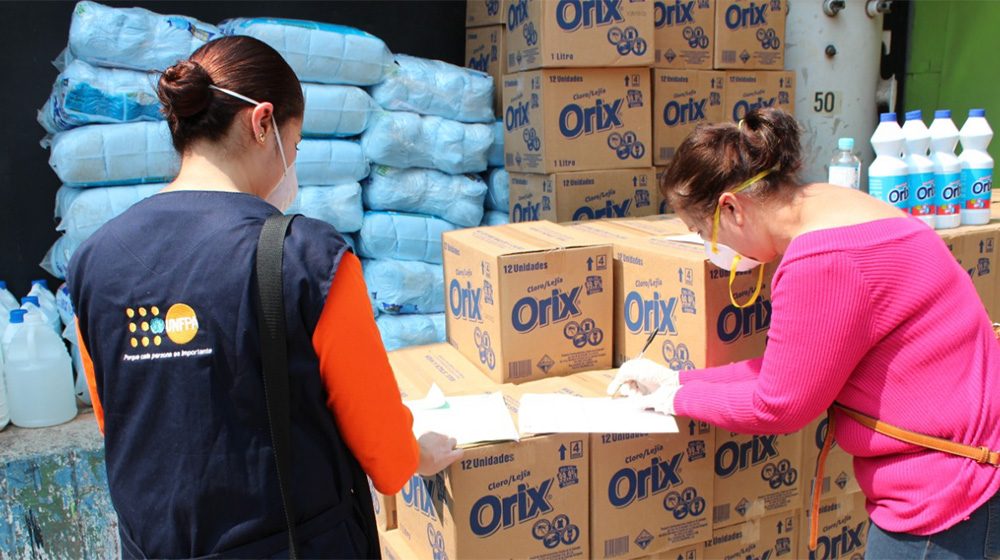 UNFPA and UN Women have distributed more than 1,300 dignity kits containing essential hygiene supplies such as soap and menstrual pads to women living in prisons and quarantine centres. © UNFPA El Salvador